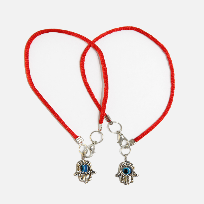 Hamsa-pendant-on-red-string-2